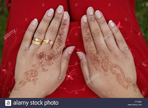 henna tattoos nottingham decorated with henna and jewellery at the nottingham