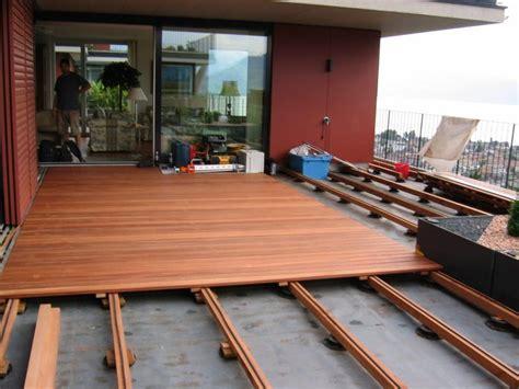 terrasse verschönern bodenrost holz bodenrost aus holz auf der terrasse