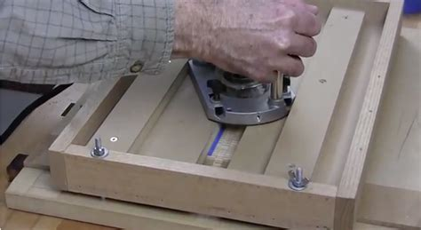router jig  cutting dadoes  small parts woodworking