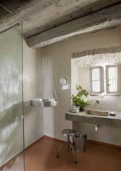 bagni rustici in pietra il fascino dello stile country nel complesso monteverdi in