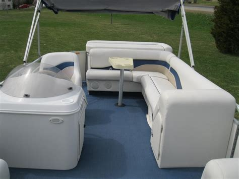 sweetwater pontoon boat seats 2000 sweetwater 2423 pontoon boat w 50 hp honda seats 12