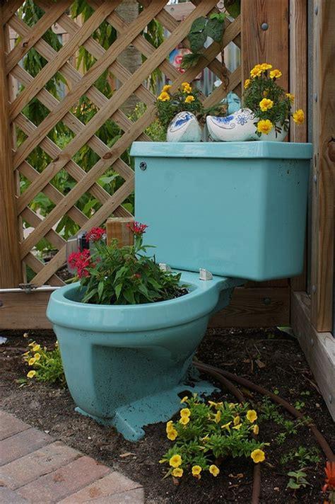 Toilet Flower Planter by 17 B 228 Sta Bilder Om Toilet Flower Pots P 229