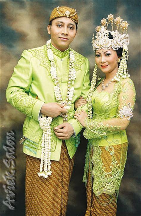 pakaian khas sunda wilujeung sumping