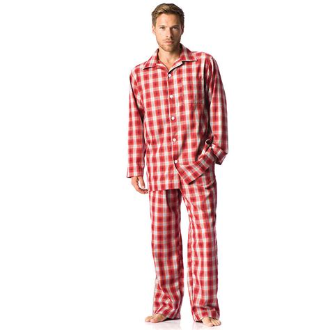 can i wear a ton to bed do you wear pyjamas before heading to bed