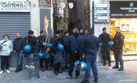 sgombero appartamenti genova genova anarchici in piazza contro gli sgomberi corteo in