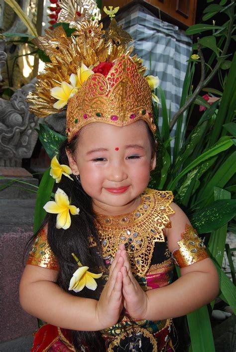 Baju Adat Maluku Perempuanlaki2 Tk 15 baju tradisional yang dipake anak kecil ini emang nggemesin bikin kamu nggak sabar punya