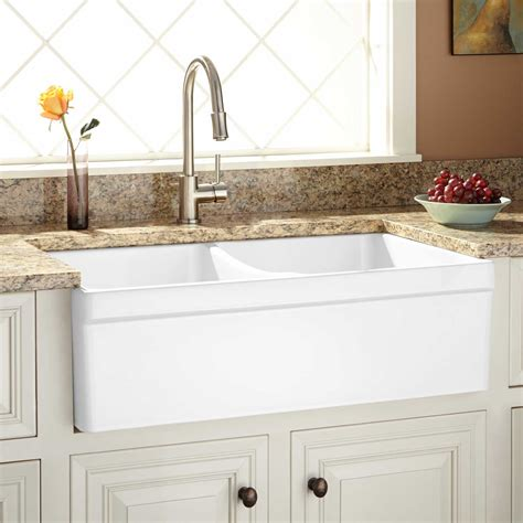 farmhouse kitchen sinks 33 quot fiammetta double bowl fireclay farmhouse sink belted