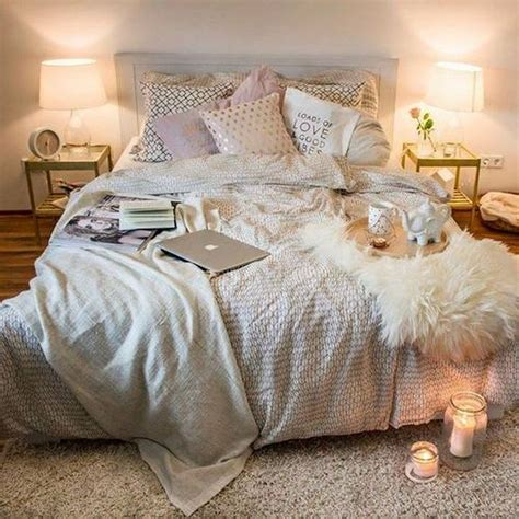 How To Decorate A Cozy Bedroom by 25 Best Ideas About Small Space Bedroom On