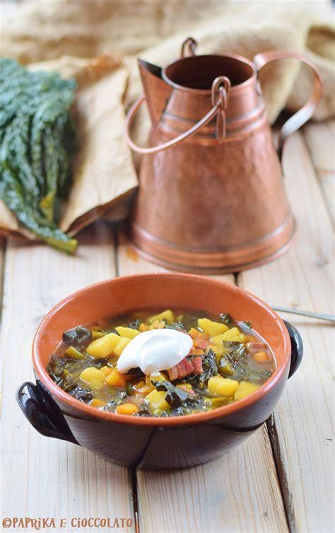 cucina cavolo nero zuppa di cavolo nero con patate carote e crostini di pane