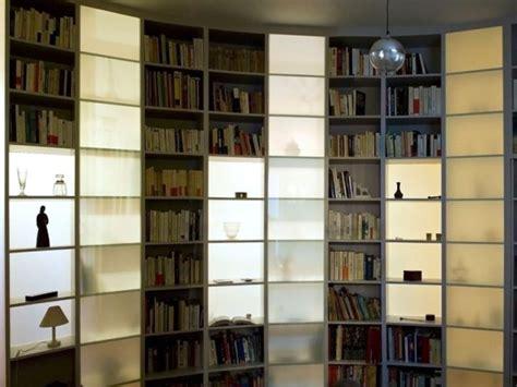 bibliotheque cloison une cloison biblioth 232 que pour r 233 organiser un appartement maisonapart