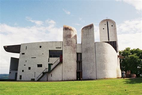 le le corbusier ecomanta notre dame du haut ronch le corbusier as master architect