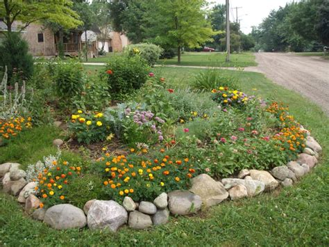 Rock Borders For Gardens Best 25 Rock Garden Borders Ideas On Pond Rocks Yard Landscaping And Flower Bed Edging
