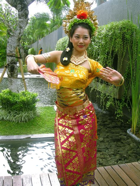 May Dress Bali balinese costume photo bali traditional dresses