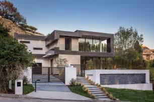 house design los angeles this new house is lighting up the hollywood hills in los