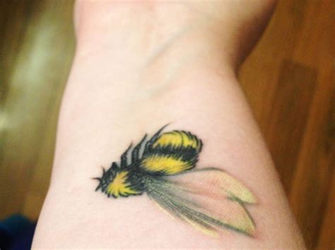 bumble bee tattoo meaning best 25 bee meaning ideas on bee