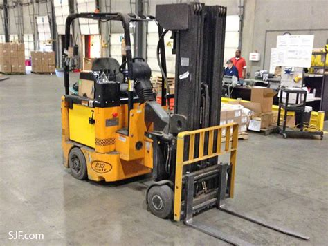 swing lift forklift used swing reach forklifts lift trucks sjf com