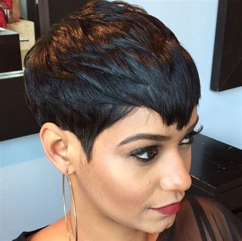 how mentain ethnic pixie cut un look charmant avec une coupe courte fonc 233 e la