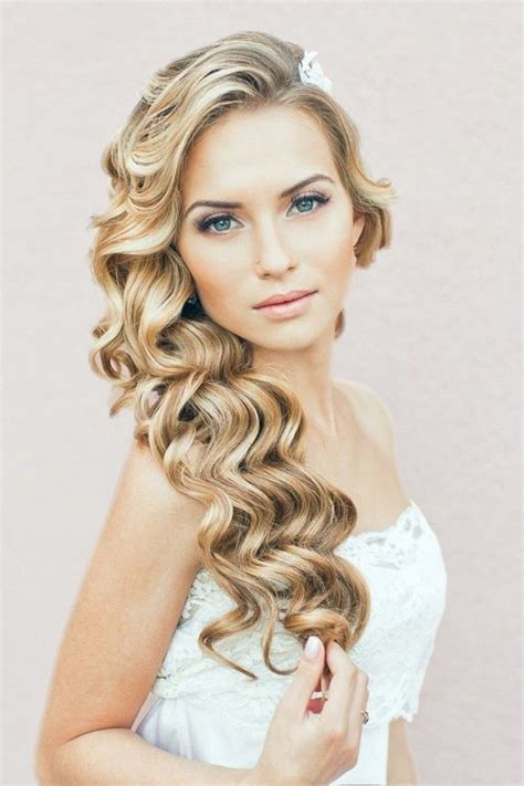 Curly Hairstyles To The Side For Wedding by Wedding Curly Hairstyles 20 Best Ideas For Stylish Brides