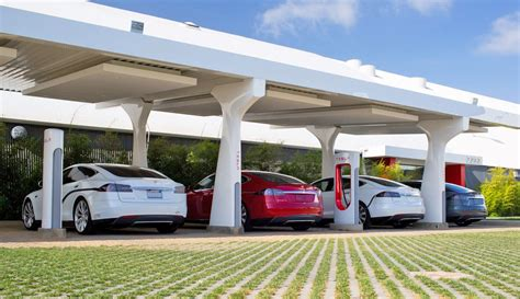 Tesla Solar Charging Station Tesla And Panasonic To Build Solar Panels For Powerwall