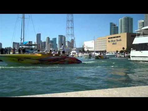 cigarette boat startup 100 mph cooper s cigarette boat clear lake may 2009 doovi