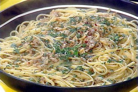 linguini with clam sauce recipe rachael ray food network
