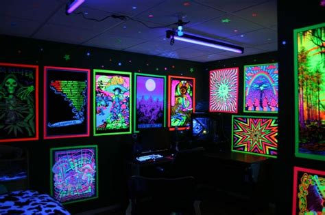 Blacklight Bedroom Decor by Blacklight Poster Room Blacklights In The Home