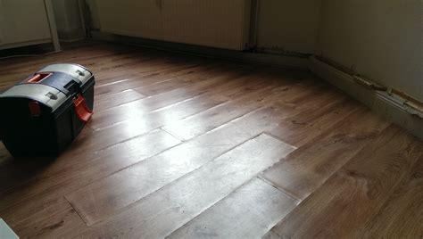 parkett aufgequollen ihr handwerker in berlin defekten laminatboden erneuern