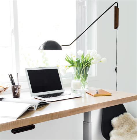 office desks that can be raised and lowered