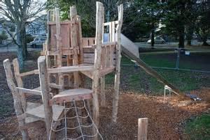 Designer Mobel Baumstammen Spielplatz Von Recycling Holz Und Baumst 228 Mmenmobel Aus