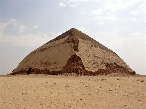 wann war die erste fußballweltmeisterschaft knickpyramide