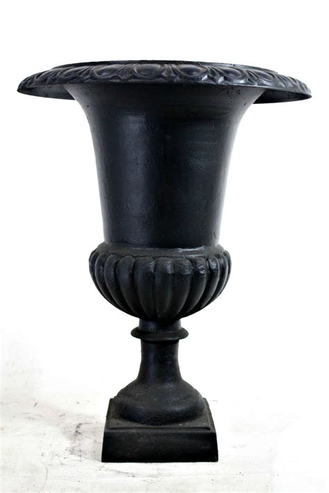 Iron Urn Planter by 30 Quot Cast Iron Urn Flower Planter