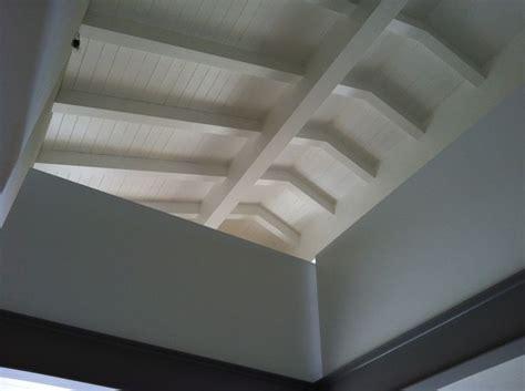 soffitti in legno lamellare le 17 migliori idee su soffitti in legno su