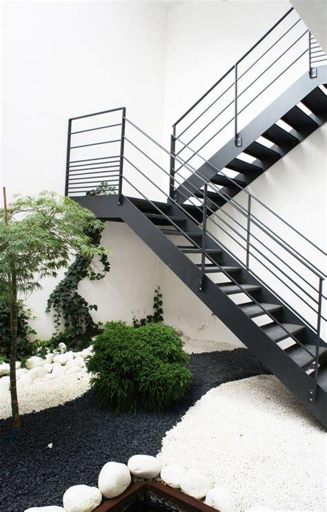 escaleras  exteriores curso de organizacion del hogar  decoracion de interiores