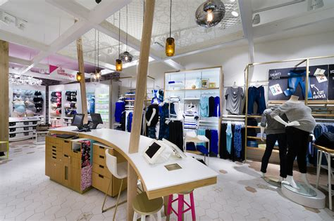 Stores With Maternity Sections by Thyme Maternity Goes High Tech With New Concept Store