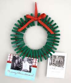 awesome holiday craft idea clothespin wreath