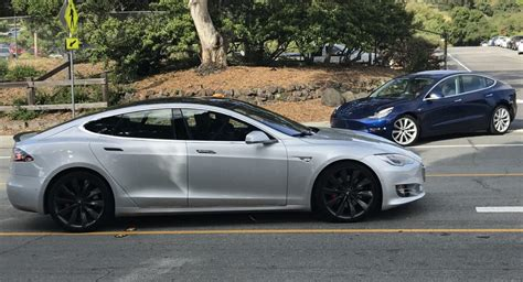 Tesla Next Model Tesla Model 3 Next To Model S In Traffic Puts Size Into