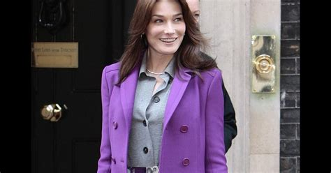 When The Of Met The Carla Bruni Is Demure In by Carla Bruni Se Met 233 Galement 224 La Mode Color 233 E Avec Un