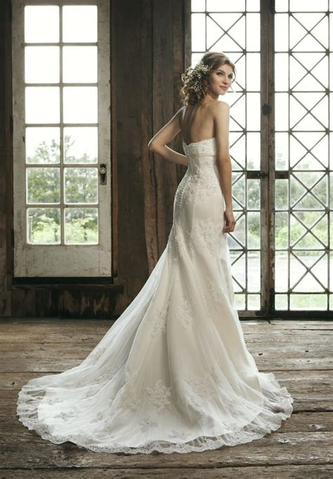 strapless wedding dress with a line silhouette sang