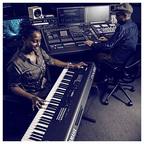 Keyboard Yamaha Mx88 yamaha mx88 production synthesizer black at gear4music