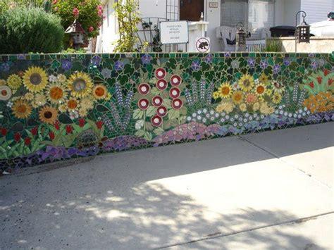 Mosaic Ideas For The Garden A Creative And Labor Intensive Mosaic Garden Wall Wall Mosaics Mosaic Garden