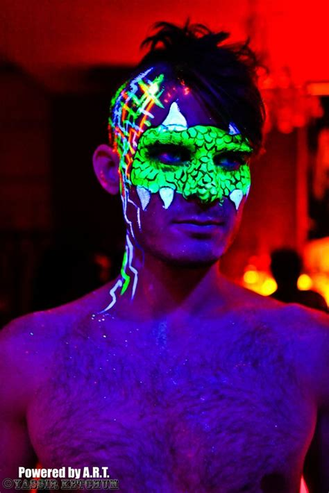 glow in the paint nyc best 25 neon paint ideas on glow