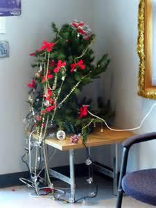 25 hideous christmas trees holytaco