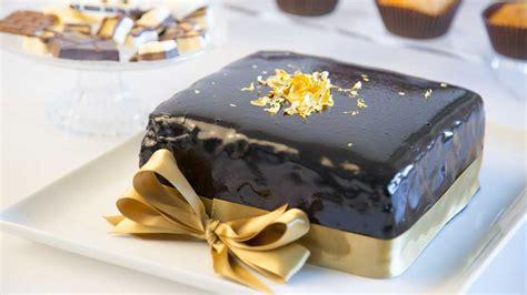foglio oro alimentare torta al cioccolato con glassa a specchio decora