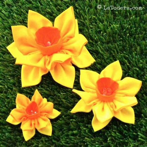 Handmade Fabric Flowers Patterns - 84 best fabric flower patterns by la todera images on