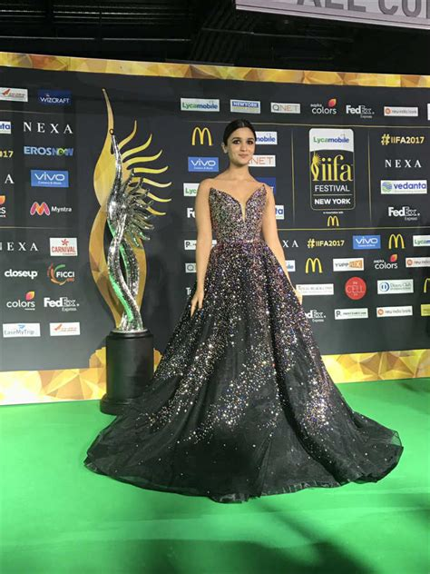 Dress Black Iffa iifa 2017 alia bhatt s cinderella dress costs way more