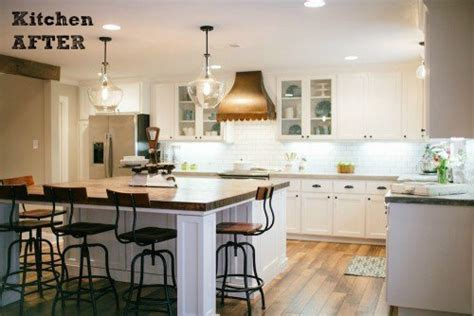 Pendant Lighting Kitchen Island Ideas by Hgtv S Quot Fixer Upper Quot With Chip And Joanna Gaines