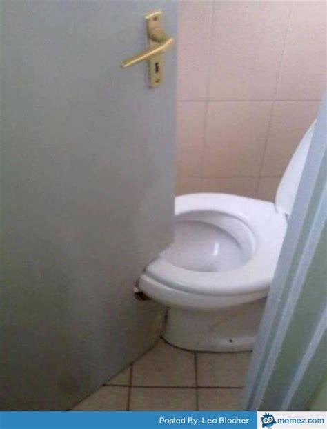 bathroom fail bathroom door fail memes com