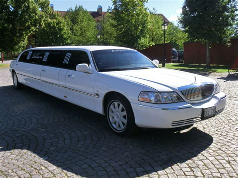 Stretch Limousine Car by Lincoln Town Car Stretch Limousine 06 Limoeurope
