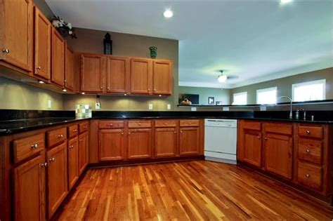 golden oak cabinets with wood floors wood floor with golden oak cabinets redglobalmx org