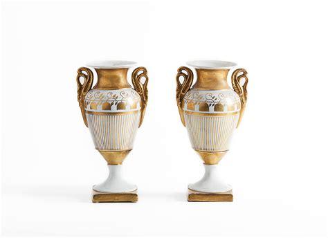 vasi porcellana coppia di vasi ad anfora biansati francesi in porcellana